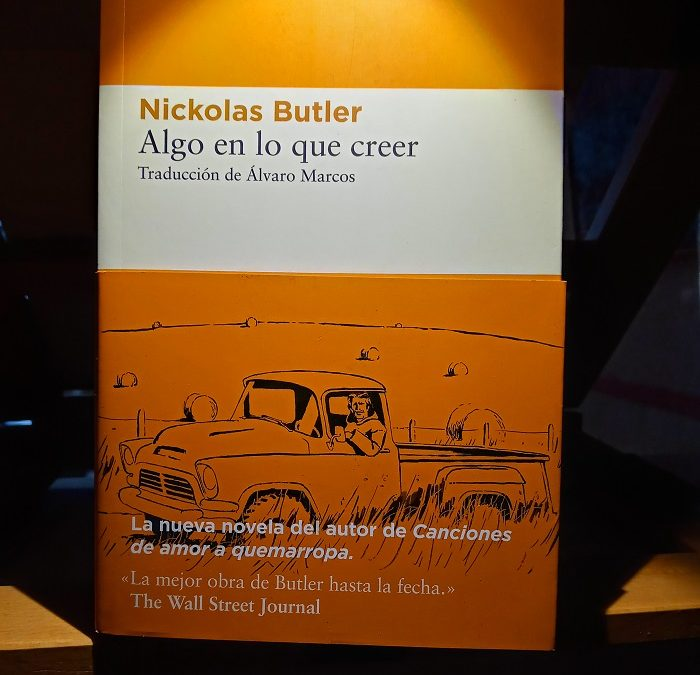 Picoteando «Algo en lo que creer», de Nickolas Buttler